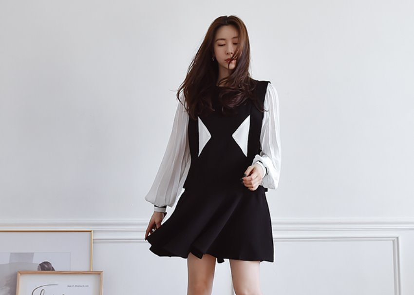 PeeKaBoo Mini Dress [black]
