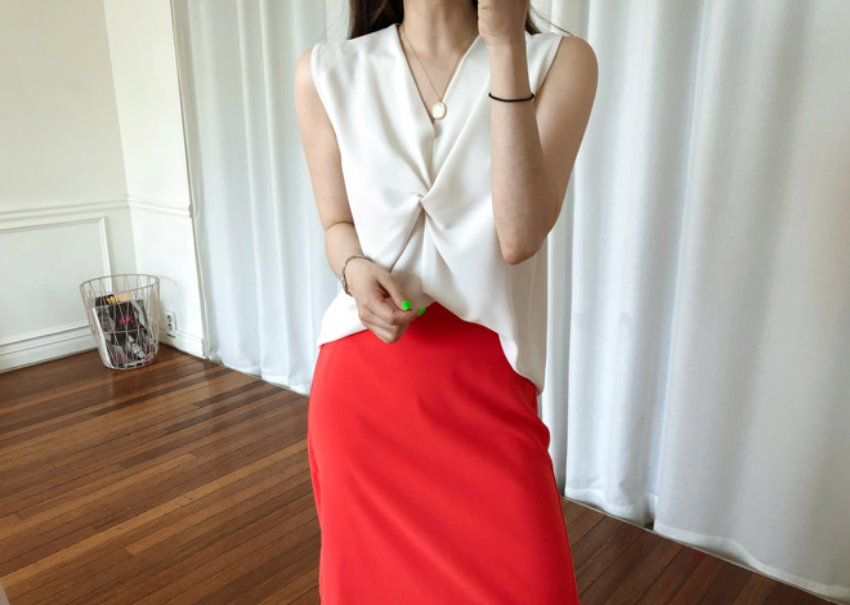 Rona sleeveless blouse