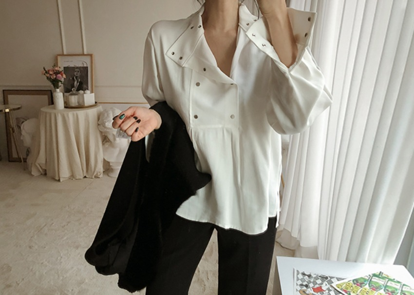 Snap button blouse