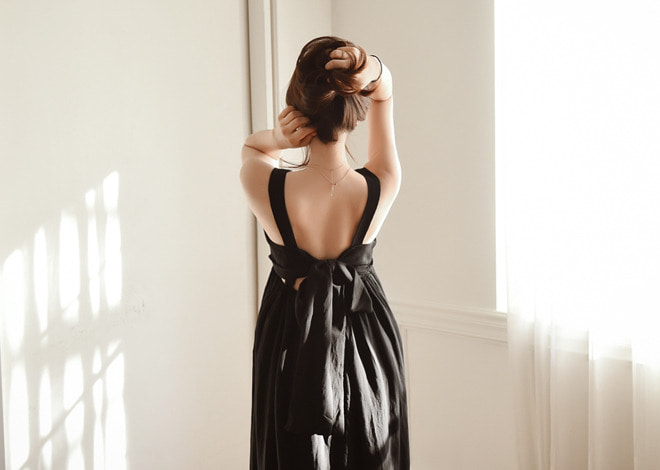 Back ribbon dress
