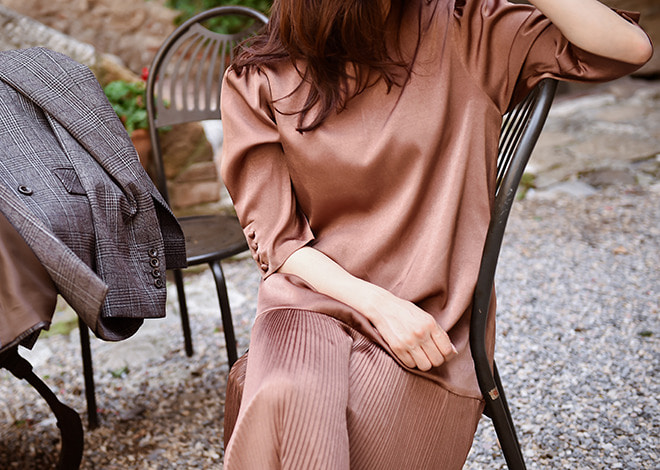 Satin pleats dress [bronze]