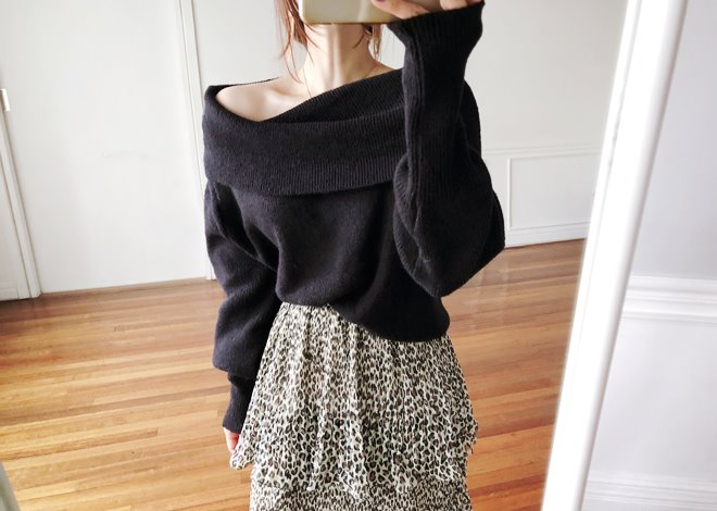 Off-shoulder knit