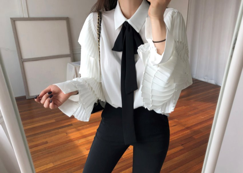 Pleats ribbon blouse