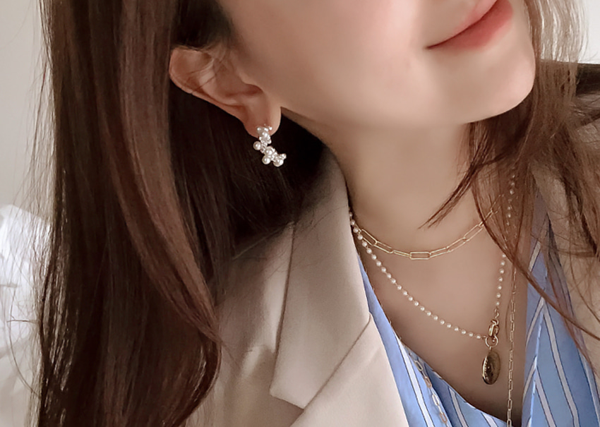 Snow pearl earrings