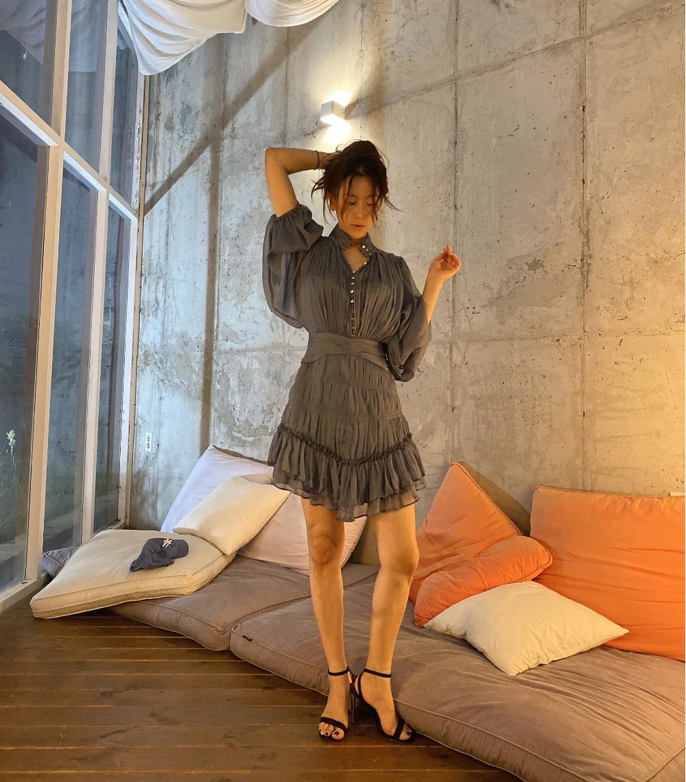 드레스 모델 착용 이미지-S1L4